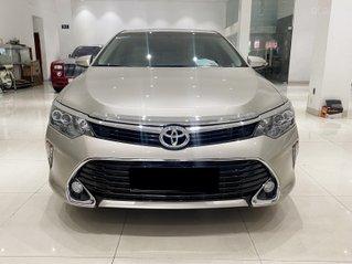 Cần bán lại xe Toyota Camry 2.0E sản xuất năm 2018, đi 28000km, xe gia đình, bao check hãng
