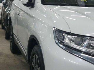Cần bán gấp Mitsubishi Outlander 2018, màu trắng, chạy lướt 18.000km