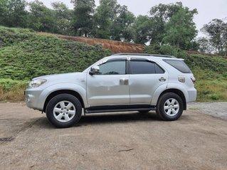 Cần bán lại xe Toyota Fortuner đời 2010, màu bạc