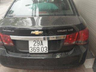 Chính chủ cần bán gấp Chevrolet Cruze 2011, màu đen
