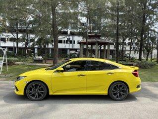 Honda Civic RS 2019, đăng ký 2020, lăn bánh 33.000km, xe màu vàng, đẹp miễn chê