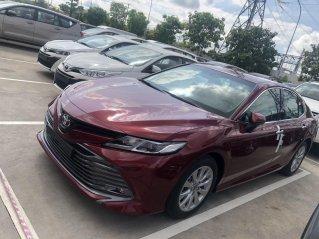 Bán xe Toyota Camry 2.0G 2021 màu đỏ giao ngay - xe nhập Thái