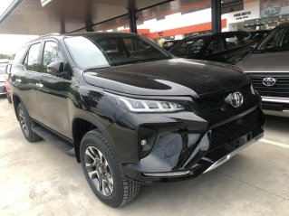 Toyota Fortuner 2.4 Legerder màu đen 2021, xe giao ngay
