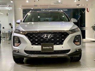 Bán Hyundai Santa Fe 2.4AT xăng cao cấp, màu bạc, sản xuất năm 2020.