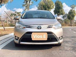 Cần bán xe Toyota Vios đời 2017, màu ghi vàng, giá tốt