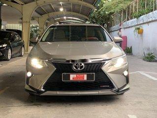 Cần bán xe Toyota Camry 2.0E sản xuất 2015, màu ghi vàng