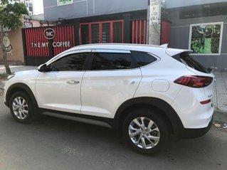 Bán xe Hyundai Tucson 2019, màu trắng còn mới, giá 750tr