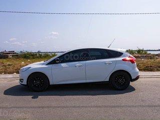 Cần bán xe Ford Focus sản xuất 2017, màu trắng giá cạnh tranh