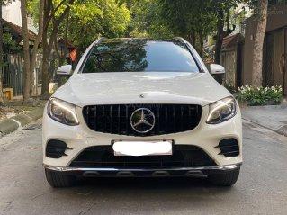 Cần bán lại xe Mercedes GLC300 4Matic sản xuất 2017