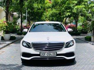 Cần bán xe Mercedes E200 sản xuất năm 2016, màu trắng