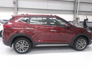 Tucson 2.0 full giảm giá 15tr tiền mặt + 220tr nhận xe + tặng voucher 5tr + cơ hội trúng xe máy Vespa