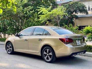 Cần bán Chevrolet Cruze năm sản xuất 2011, màu ghi vàng, gía bán 248tr