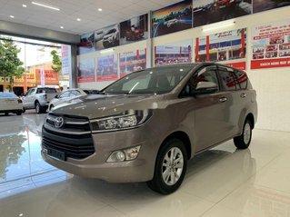 Cần bán xe Toyota Innova đời 2018, màu nâu số sàn