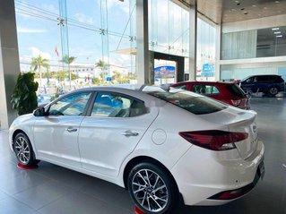 Cần bán xe Hyundai Elantra đời 2021, màu trắng giá cạnh tranh