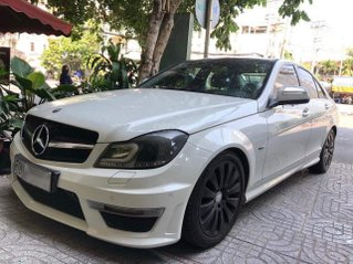 Mercedes AMG C200 ngoại hình đẹp