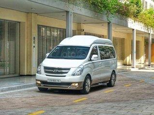 Cần bán Hyundai Grand Starex 2015, màu bạc còn mới, giá tốt 899tr