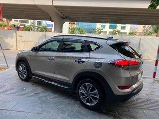 Bán Hyundai Tucson năm 2018, màu vàng còn mới