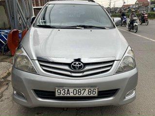 Cần bán Toyota Innova đời 2009, màu bạc xe gia đình