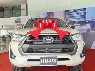 Toyota Hilux 2.4 4x2 AT sản xuất 2021, giá tốt, đủ màu, sẵn xe giao ngay.