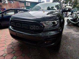 Cần bán xe Ford Everest 4x2 Titanium 2019, màu đen xám