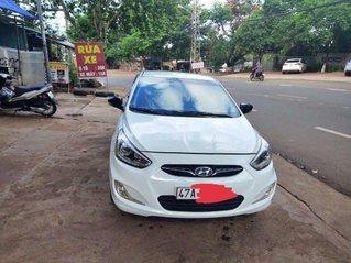 Cần bán Hyundai Accent sản xuất năm 2013, màu trắng, xe nhập