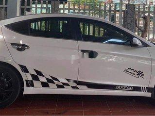 Cần bán gấp Hyundai Elantra 2.0 AT năm sản xuất 2020, màu trắng, giá chỉ 650 triệu