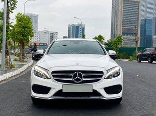 Xe chính chủ bán Mercedes C300 AMG model 2018 hộp số 9 cấp, màu trắng nội thất đỏ sang trọng cá tính, một bầu trời công nghệ