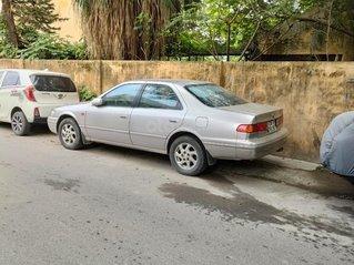 Cần bán xe Toyota Camry năm 2000, giá tốt
