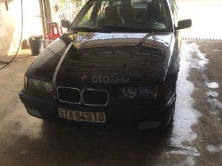Cần bán BMW 320i năm sản xuất 1994, xe chính chủ đầu đủ giấy tờ, giá 89tr