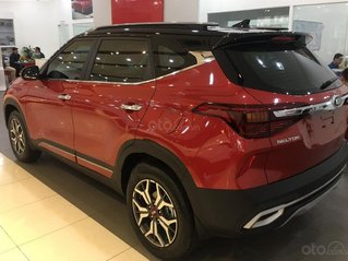 Bán xe Kia Seltos đời 2021, màu đỏ