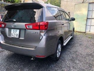 Cần bán Toyota Innova năm sản xuất 2016, màu xám