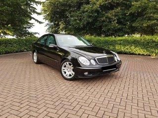 Xe Mercedes E280 đời 2005, màu đen giá cạnh tranh