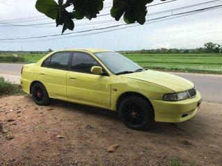 Xe Mitsubishi Lancer sản xuất năm 2003, màu vàng, nhập khẩu chính chủ