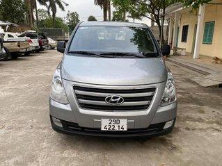 Cần bán xe Hyundai Starex năm sản xuất 2016, màu bạc số sàn