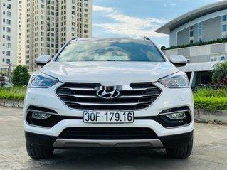 Cần bán xe Hyundai Santa Fe năm sản xuất 2018, màu trắng còn mới