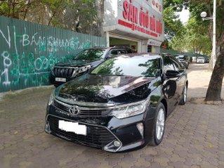 Sàn ô tô Hà Nội bán Toyota Camry bản 2.0E màu đen, lăn bánh T10 năm 2018