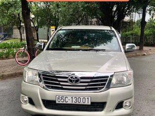 Cần bán lại xe Toyota Hilux E sản xuất 2012, màu ghi vàng