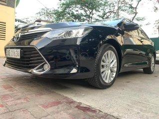 Cần bán gấp Toyota Camry đời 2016, màu đen, giá 750tr