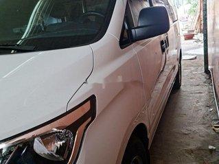 Cần bán lại xe Hyundai Grand Starex đời 2020, màu trắng mới chạy 8000km