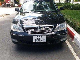 Xe Toyota Camry sản xuất năm 2002, màu đen còn mới, giá chỉ 240 triệu