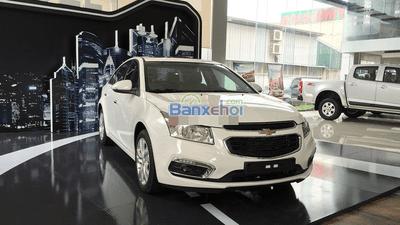 Cần bán xe Chevrolet Cruze đời 2015, màu trắng