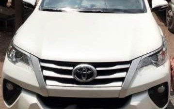 Bán ô tô Toyota Fortuner sản xuất 2017, màu trắng, nhập khẩu nguyên chiếc chính chủ