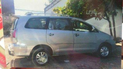Cần bán gấp Toyota Innova năm 2006, màu bạc số sàn, 260tr