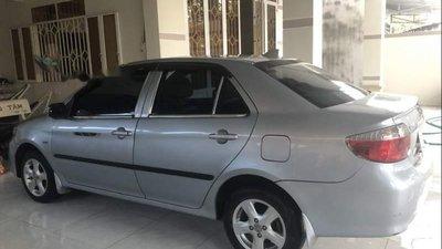Cần bán xe Toyota Vios 2004, màu bạc