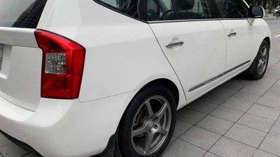 Bán Kia Carens 2.0 AT đời 2010, màu trắng chính chủ