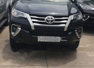 Bán xe Toyota Fortuner sản xuất 2017, màu đen