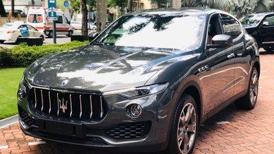 Bán ô tô Maserati Levante model 2018 - xe 2017, màu đen, xanh, trắng nhập khẩu nguyên chiếc
