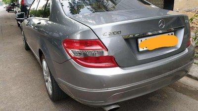 Cần bán gấp Mercedes C200 AT đời 2010, màu bạc
