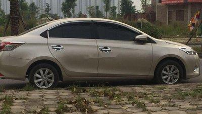 Cần bán xe Toyota Vios năm sản xuất 2014, màu vàng xe gia đình, giá 350tr xe nguyên bản
