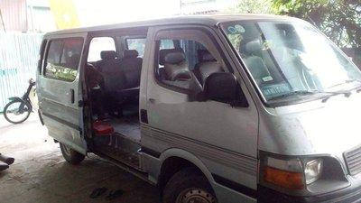 Cần bán gấp Toyota Hiace đời 2003, màu bạc xe gia đình giá cả hợp lý